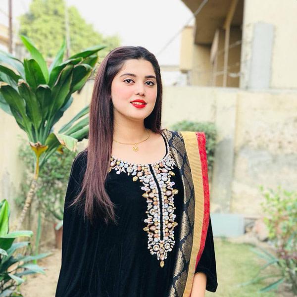kanwal Aftab formal dress